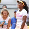 Arturo Valls, Elsa Pataky et Serena Williams jouent au tennis lors d'une journée caritative au Masters de Madrid, le 1er mai 2015