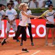 Elsa Pataky joue au tennis lors d'une journée caritative au Masters de Madrid, le 1er mai 2015