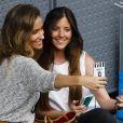 Maria Pombo et une amie dans les tribunes lors d'une journée caritative au Masters de Madrid, le 1er mai 2015