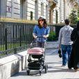 Tamara Ecclestone et sa fille Sophia se baladent sur l'avenue Montaigne. Paris, le 4 mai 2015.