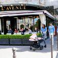 Tamara Ecclestone et sa fille Sophia sur l'avenue Montaigne à Paris, le 4 mai 2015.