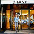 Tamara Ecclestone quitte la boutique Chanel sur l'avenue Montaigne. Paris, le 4 mai 2015.