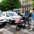 Tamara Ecclestone et sa fille Sophia se promènent à Paris, le 4 mai 2015.