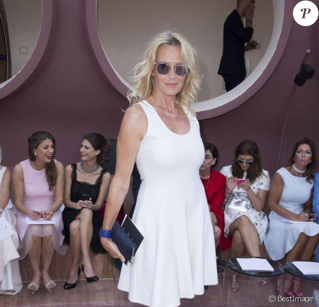 Estelle Lefébure assiste au défilé Christian Dior croisière 2016 au Palais Bulles de Pierre Cardin. Théoule-sur-Mer, le 11 mai 2015.