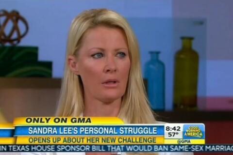 Sandra Lee, soutenue par son mari très fier, va subir une double mastectomie