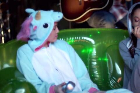 Miley Cyrus: Licorne déguisée, elle drague Ariana Grande qui en oublie son texte