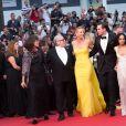 """Margaret Sixel, George Miller, Charlize Theron, Nicholas Hoult, Zoe Kravitz, Doug Mitchell, Courtney Eaton - Montée des marches du film """"Mad Max : Fury Road"""" lors du 68e Festival International du Film de Cannes le 14 mai 2015."""