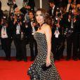 """Salma Hayek en Alexander McQueen - Montée des marches du film """"The Tale of tales"""" lors du 68e Festival International du Film de Cannes, le 14 mai 2015."""
