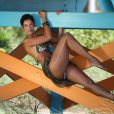 Nicole Murphy se prête à un petit shooting photo sur une plage de Miami. Le 14 mai 2015.