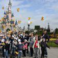 """Julien Lauprêtre, Colonel Reyel, Valérie Trierweiler et Marc-Emmanuel - Lancement de la campagne """"Vacances d'été 2015"""" du Secours Populaire à Disneyland Paris. Le 16 mai 2015"""