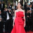 "Erin O'Connor (robe Ralph & Russo) - Montée des marches du film ""Carol"" lors du 68e Festival International du Film de Cannes, le 17 mai 2015."