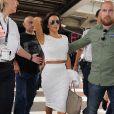 Eva Longoria arrive à l'aéroport de Nice, habillée d'un top et d'une jupe perforés Twenty et de souliers Christian Louboutin. Le 14 mai 2015.
