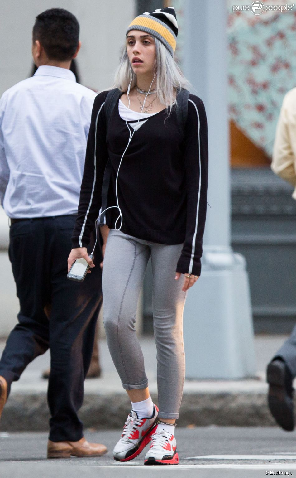 Exclusif - Lourdes Leon (fille de Madonna) arbore un nouveau look dans les rues de New York! Le 18 mai 2015