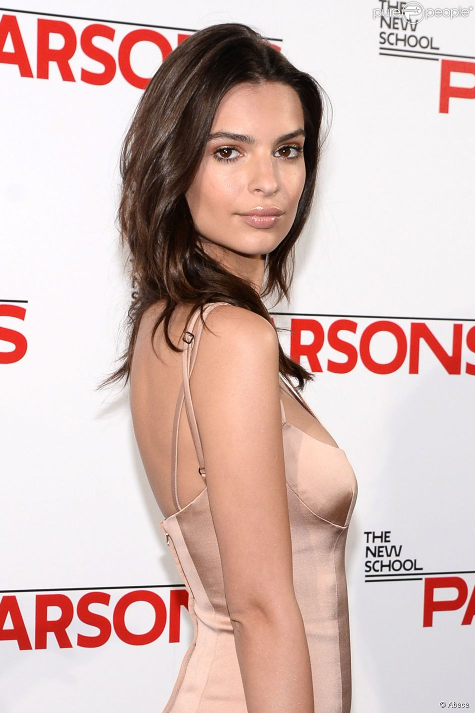 La renversante Emily Ratajkowski assiste au Parsons 2015 Fashion Benefit au River Pavillon du Jacob K. Javits Convention Center. New York, le 19 mai 2015.