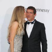 Antonio Banderas fou amoureux : Un baiser de sa tendre Nicole à l'amfAR