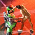 """Exclusif - La doublure de Zac Efron, presque entièrement nu, conduit une moto sur le tournage de """"Dirty Grandpa"""" à Tybee Island en Georgie, le 6 mai 2015."""