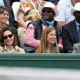 Elsa Zylberstein et Anne Gravoin ont assisté au côté de Jean Gachassin au match de Novak Djokovic lors des Internationaux de France de Roland-Garros à Paris le 28 mai 2015