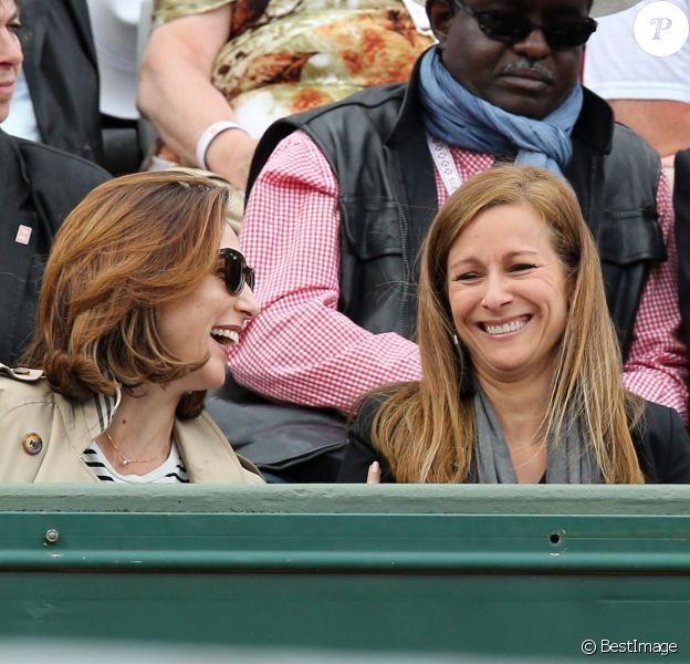 Elsa Zylberstein et Anne Gravoin lors des Internationaux de France de Roland-Garros à Paris le 28 mai 2015