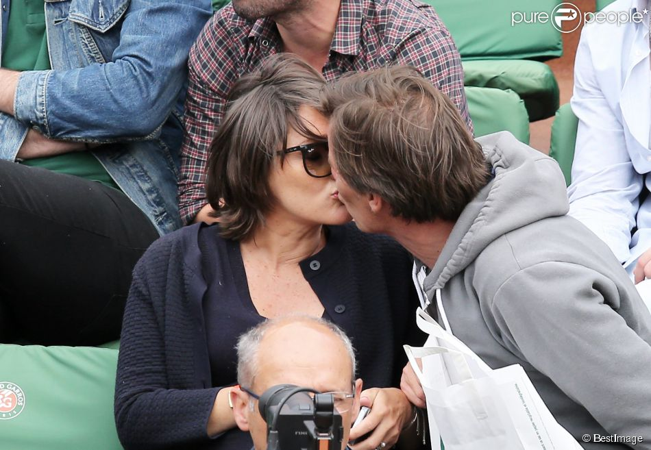 Le journaliste Pascal Humeau et sa compagne la journaliste Amandine Bégot (enceinte) - People au village des Internationaux de France de tennis de Roland Garros à Paris, le 29 mai 2015