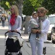 Kelly Rutherford avec sa fille Helena et sa soeur, dans les rues de Beverly Hills, le 18 juin 2010