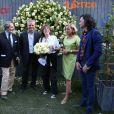 Jane Birkin baptise la rose Amnesty Intertionational, dont elle est la marraine, entourée de Geneviève Garrigos (présidente d'Amnesty International France), Arnaud et Henri Delbard, au jardin des Tuileries à Paris, le 4 juin 2015.