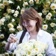 Jane Birkin baptise la rose Amnesty Intertionational, dont elle est la marraine, au jardin des Tuileries à Paris, le 4 juin 2015.