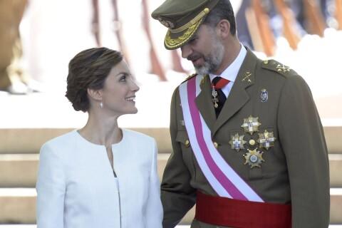 Letizia, sublime en blanc, et Felipe d'Espagne : Recueillement et hommages