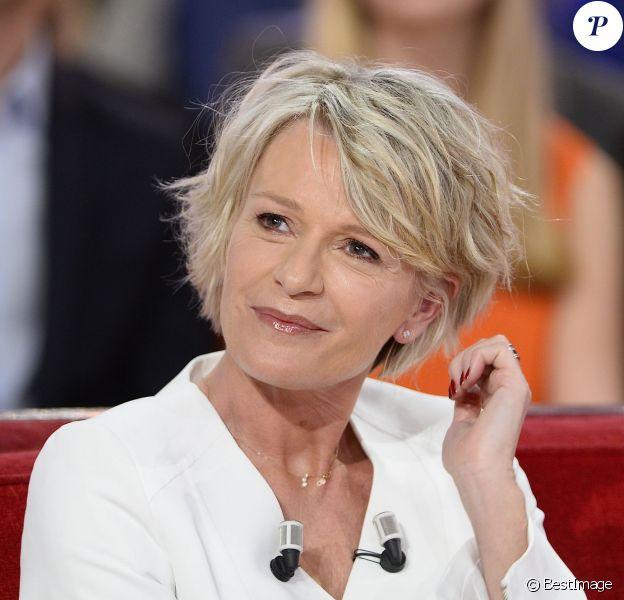 Sophie Davant sur le tournage de l'émission Vivement Dimanche à Paris le 1er avril 2015.