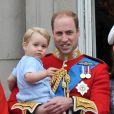 Le prince William avec le prince George de Cambridge lors de Trooping the Colour le 13 juin 2015 à Londres, parade qui célèbre l'anniversaire officiel de la reine.