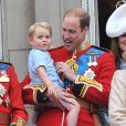 Le prince William, duc de Cambridge, et le prince George de Cambridge au balcon de Buckingham lors de Trooping the Colour le 13 juin 2015 à Londres, parade qui célèbre l'anniversaire officiel de la reine.