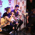"""Michael Clifford (guitare, choeur), Luke Hemmings (chanteur principal, guitare), Calum Hood (basse, chant), Ashton Irwin (batterie, choeur) - Le groupe pop rock australien """"5 Seconds Of Summer"""", formé à Sydney en 2011, chez Virgin Radio à Paris, le 26 juin 2014. Le groupe est passé en première partie du concert des """"One Direction"""" au Stade de France."""
