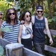 Steven Tyler, Chelsea et Jon Foster se promènent a Miami, le 8 décembre 2013.