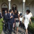"""Michelle Obama et ses filles Malia et Sasha sont reçues par Matteo Renzi et sa femme Agnese Landini à Santa Maria delle Grazie où elles ont pu admirer """"La Cène"""" le tableau de Léonard de Vinci à Milan le 17 juin 2015"""