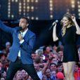 Exclusif - Nikos Aliagas Louane Emera, dans les arènes de Nîmes à l'occasion de la spéciale Fête de la musique de l'émission La Chanson de l'année sur TF1, le samedi 20 juin 2015.