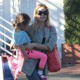 Semi-Exclusif - Denise Richards et sa fille Eloise font du shopping chez Fred Segal à West Hollywood, le 1er novembre 2014.