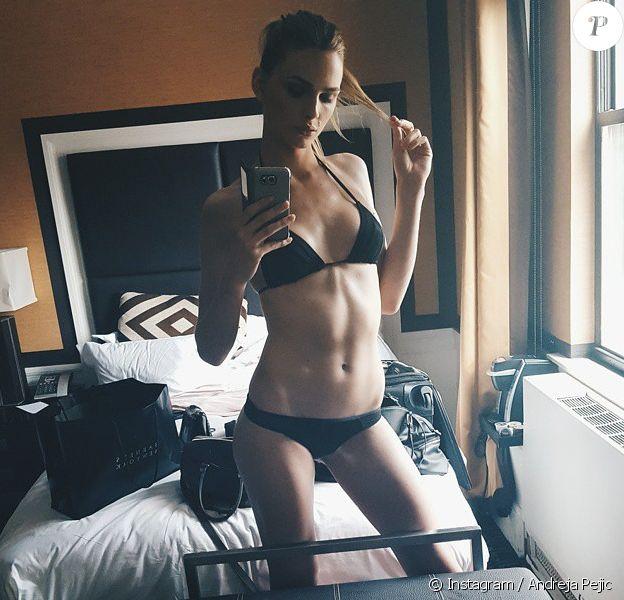 """Le mannequin Andreja Pejic, sexy en sous-vêtements, se prépare pour le """"Solstice"""" de generationCURE, groupe de soutien de l'amfAR. Photo publiée le 23 juin 2015."""