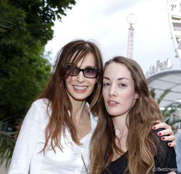 Anne Parillaud et sa fille Juliette - Inauguration de la Fête des Tuileries à Paris le 26 juin 2015.