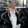 """Laeticia Hallyday arrive à la soirée """"Vogue Paris Foundation Gala"""" au palais Galliera à Paris, le 6 juillet 2015."""