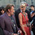 Johnny Hallyday et sa femme Laeticia Hallyday arrivent au défilé Saint Laurent homme collection printemps-été 2016 au Carreau du Temple lors de la Fashion Week à Paris, le 28 juin 2015.