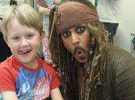 Johnny Depp, en Jack Sparrow, crée la surprise dans un hôpital pour enfants