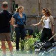 Jennifer Lopez et Drea de Matteo sur le tournage de la série Shades of Blue à New York, le 8 juin 2015