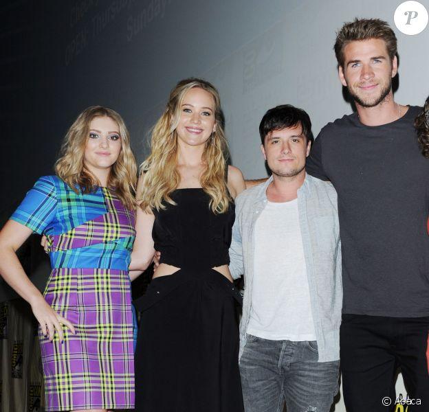 Willow Shields, Jennifer Lawrence, Josh Hutcherson et Liam Hemsworth lors de la présentation de Hunger Games - La Révolte : Partie 2 au Comic Con de San Diego le 9 juillet 2015
