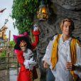Camille Lacourt et le capitaine Crochet à Disneyland Paris le 15 septembre 2013