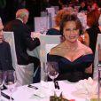 """Omar Sharif et Jacqueline Bisset assistent à un gala de charité, organisé par la """"Federation Foundation"""" à Moscou, le 28 novembre 2014"""