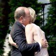 Le prince Albert de Monaco a été surpris et extrêmement touché par la princesse Charlene de Monaco, qui a fait samedi 11 juillet 2015 son premier discours en français à l'occasion de la célébration des 10 ans de règne du souverain monégasque.