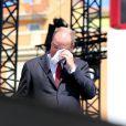 Le prince Albert II de Monaco n'a pu réprimer ses larmes en entendant le premier discours en français de son épouse la princesse Charlene, surprise qu'elle lui a faite le 11 juillet 2015 pour la célébration des dix ans de son règne.