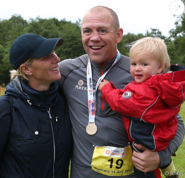 Mike Tindall, soutenu par sa femme Zara Phillips et leur fille de 18 mois, Mia, participait le 11 juillet 2015 au Artemis Great Kindrochit Quadrathlon, dans le Perthshire en Ecosse. Il a fini 166e sur environ 300 partants.