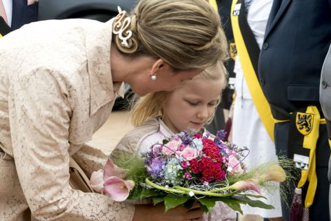 Mathilde de Belgique: En famille au zoo et avec la princesse Eléonore à la plage