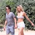Matthew Bellamy et sa nouvelle compagne Elle Evans arrivent au Club 55 à Saint Tropez le 15 juillet 2015.