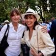 """""""Carla Bruni-Sarkozy et Denise Fabre participent à une rencontre avec les Républicains au jardin Albert 1er à Nice le 19 juillet 2015."""""""